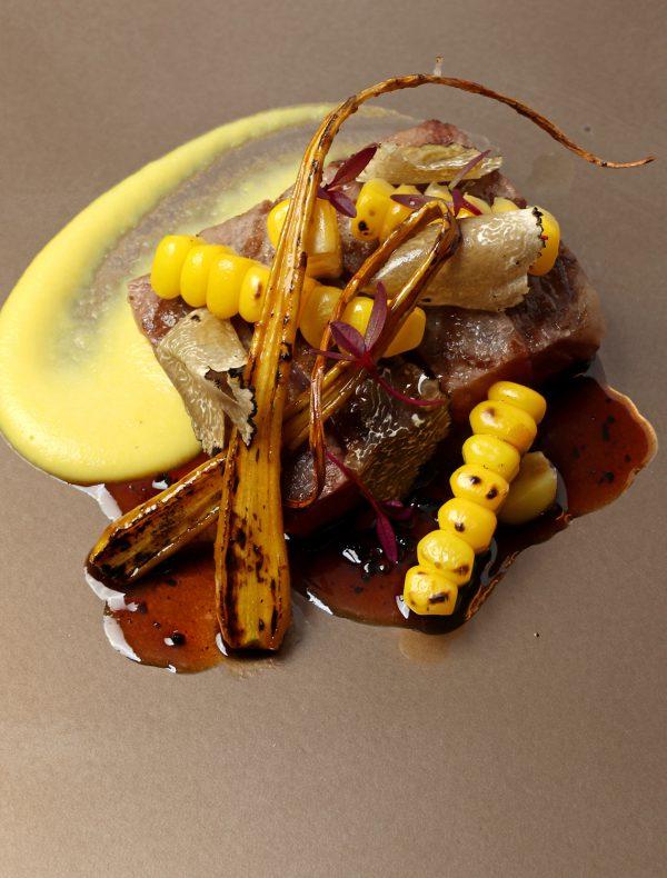 黒毛和牛フィレ肉のグリル トリュフと玉蜀黍のソース