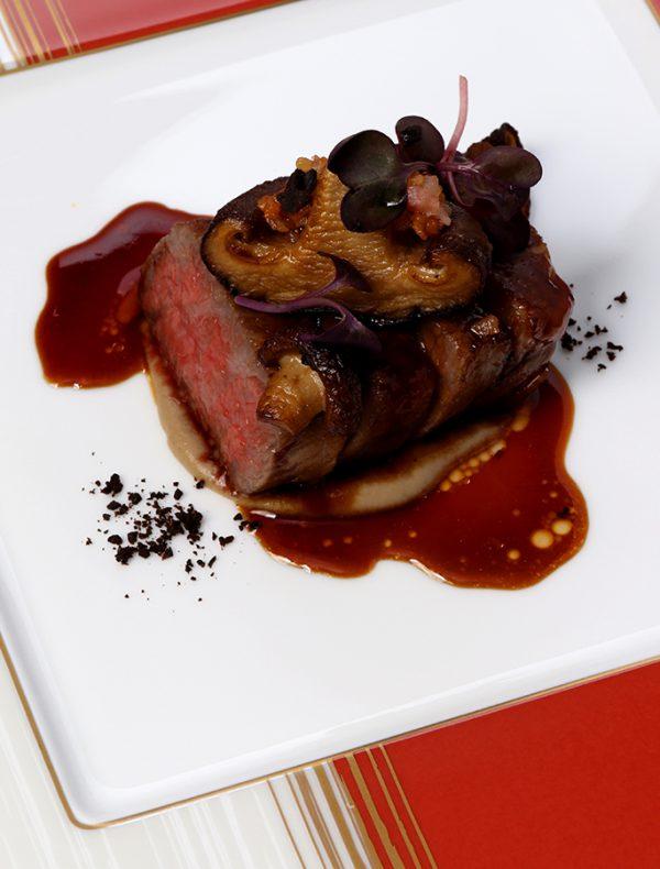 黒毛和牛フィレ肉と原木椎茸のステーキ