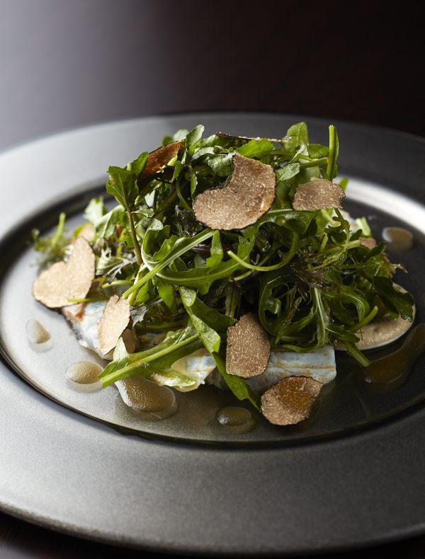 鮮魚の炙りと葉野菜のサラダ仕立て夏トリュフとともに ¥2,200