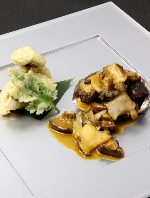 蝦夷アワビと椎茸のソテー 肝のソース