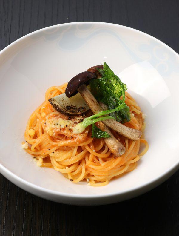 旬野菜と茸 西京味噌のトマトソース フェデリーニ