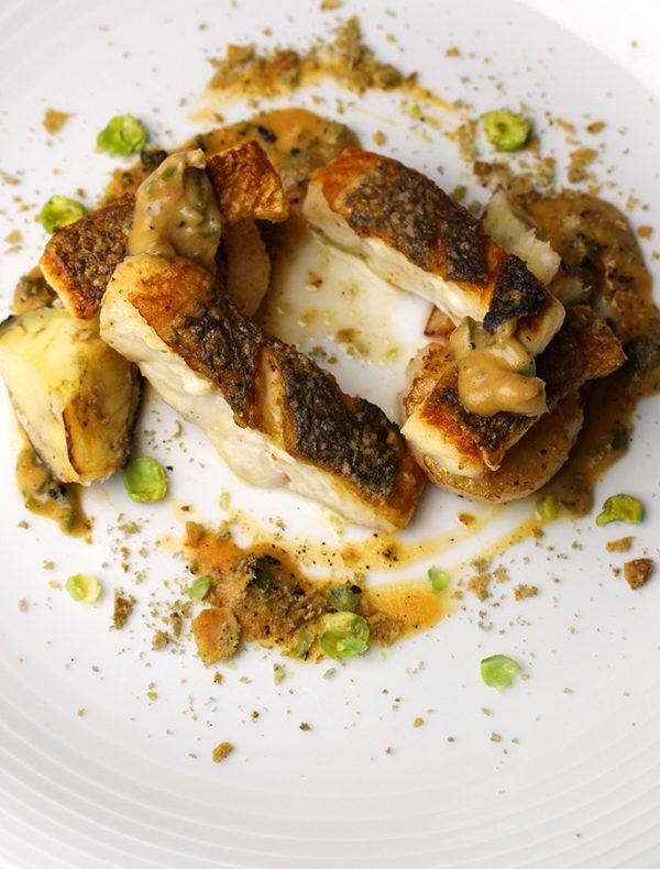本日の鮮魚と道産ホタテ貝のサルタート 焦がし西京味噌のサルサクレマ ¥2,800