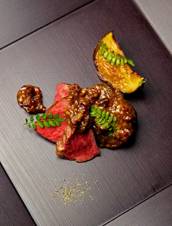 近江牛フィレ肉のグリリア 麹味噌と焦がしアーモンドのソース ¥5,400