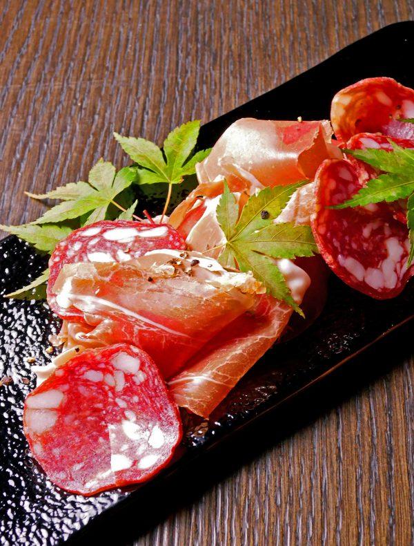パルマ産生ハムと厚切りサラミ ¥2,200