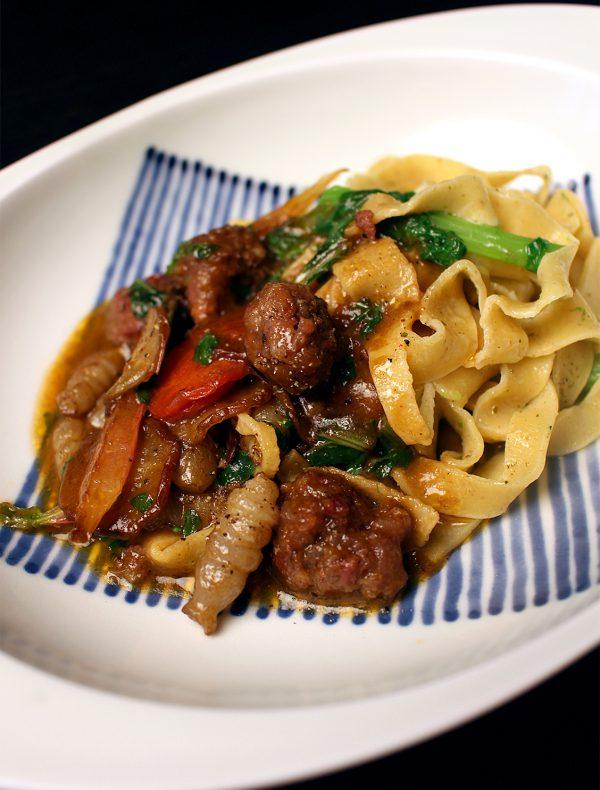 自家製手打ちパスタ スパイシー挽肉と京野菜のソース ¥2,400