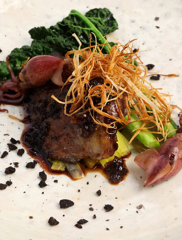 マグロ頬肉の藁焼き さっぱり黒酢ソース ¥2,800