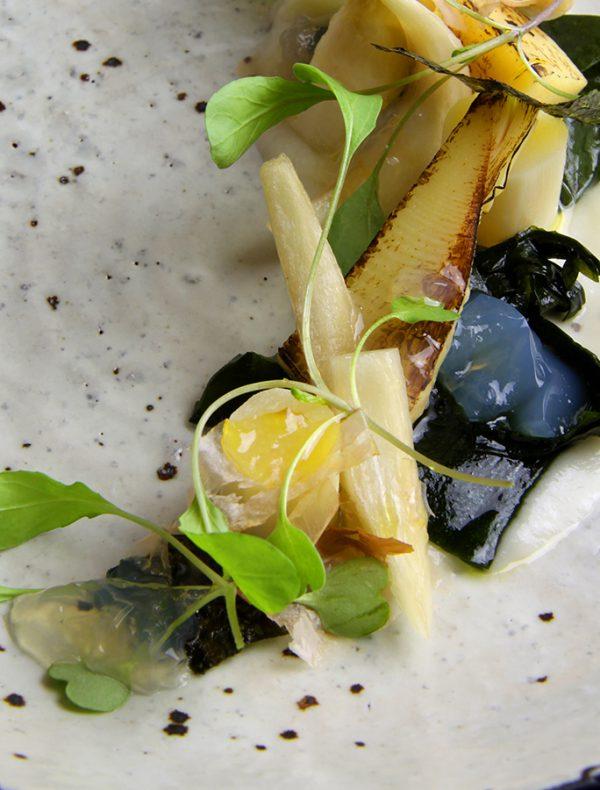 フランス産ホワイトアスパラガス 筍 若布 鰹出汁 鰹節 ルッコラ¥2,000