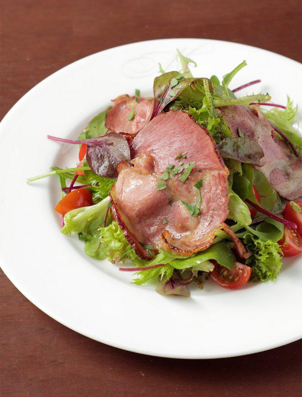 イベリコ豚のスモークロースト ハーブ香るサラダと…  ¥1,700