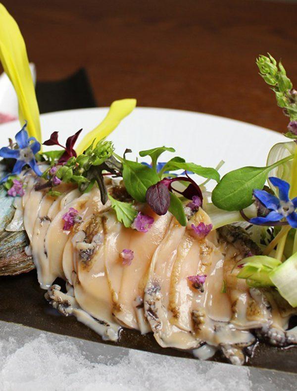 蝦夷鮑のカルパッチョの瞬間昆布〆 菜園仕立て ¥3,500
