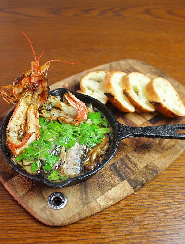 茸と赤海老 オイルサーディンのアヒージョ ¥2,000