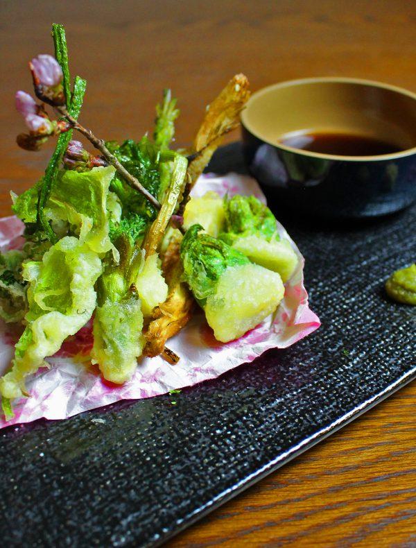 旬の山菜のフリット お好みのコンディメントで ¥2,200