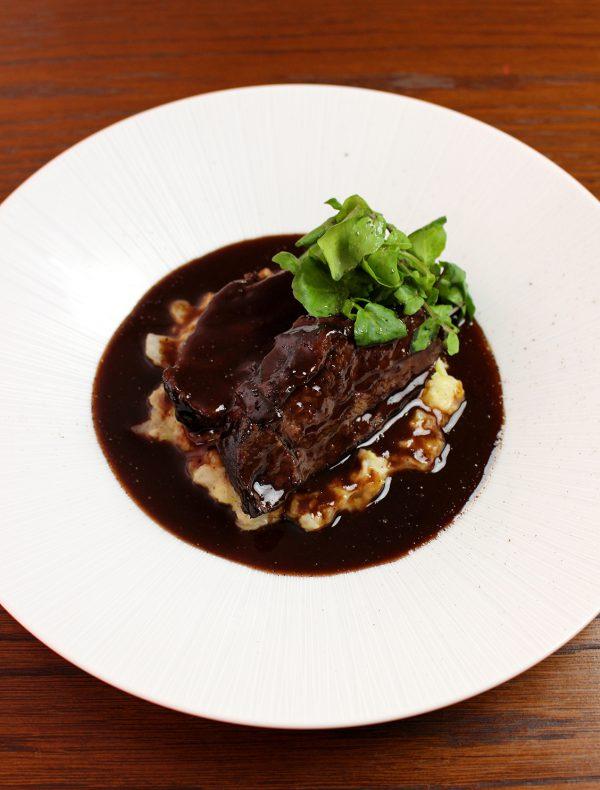 牛頬肉のKENZO赤ワイン煮込み ¥2,700