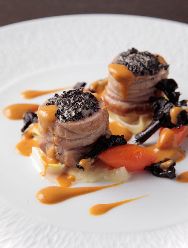 トランペット茸のデュクセルをのせた松阪豚ヒレ肉のソテー