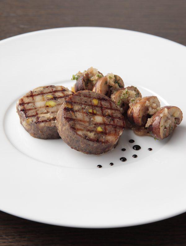 鴨とフォアグラの自家製ソーセージのグリエ マッシュルームのソテーとオニオンリヨネーズ ¥3,000