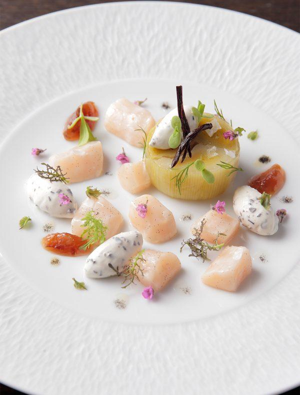 生帆立貝とポロ葱のテリーヌ、マントンのレモンジャム添え ¥2,100