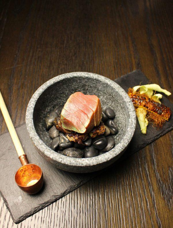 蝦夷鮑と鮮魚の石焼き 焦がしバター醤油の香り ¥3,950
