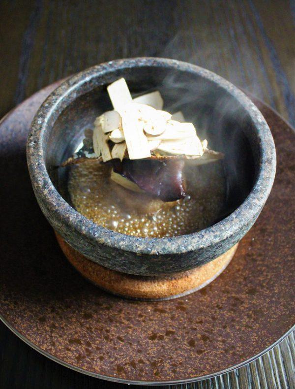 【季節の石鍋】北海道産秋刀魚と松茸 加賀蓮根饅頭の石鍋仕立て ¥4,400