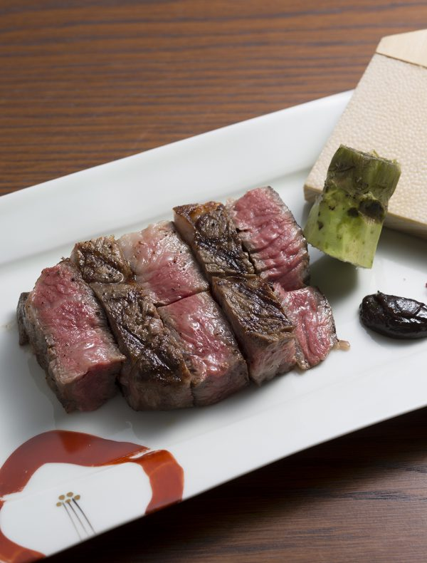 Roasted Beef Fillet or Sirloin <br /> 100g¥5,300<br /> 150g¥7,450<br /> 200g¥9,800