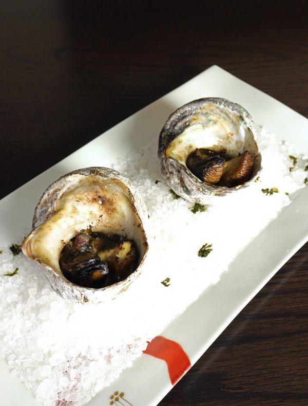 栄螺と三色米の焼リゾット 肝バター焼き(2個) ¥2,000